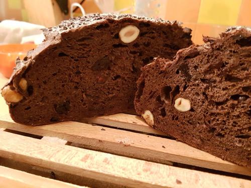 Különleges kovászos kenyér csokoládéval