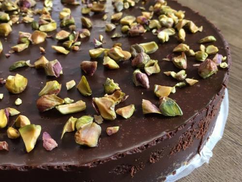 Sós karamellás trüffel torta – sütés nélkül, rengeteg csokival